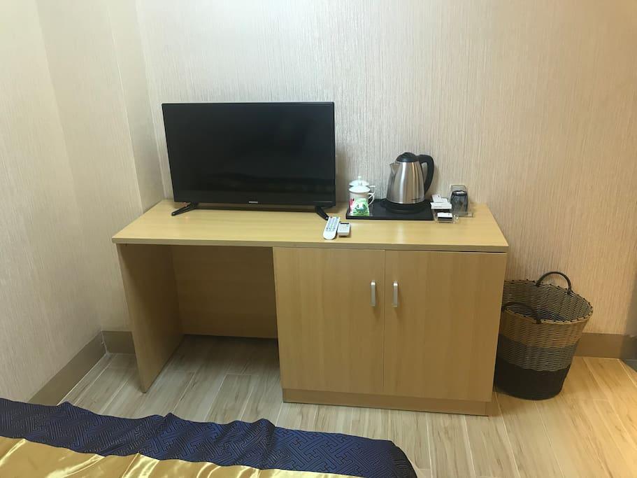 电视、热水壶