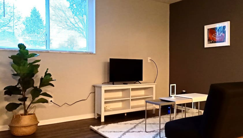 Fox & Hound 2 BR - Perfect for Game Day!