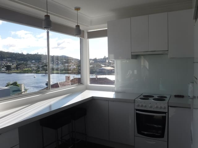 Marina Views - 6 mins from Hobart CBD with WiFi - Lindisfarne - Apartment
