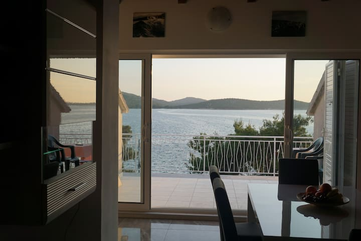 Brand new seafront summer retreat - Šibenik - Wohnung