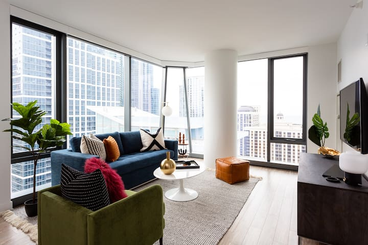 Domio I South Loop I Luxe 2 BR + Sauna and Fitness Center
