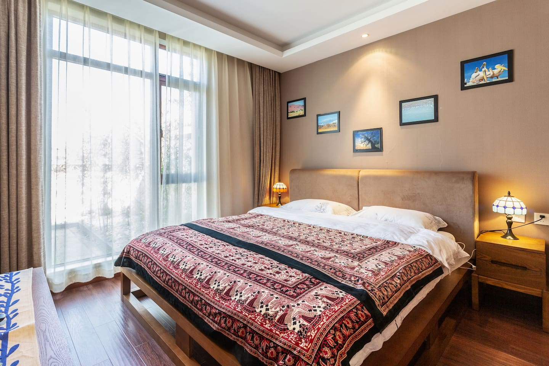 卧室大床房1.8x2米