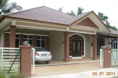 Suria Homestay Kubang Kerian Kota Bharu Kelantan - Kota Bharu - Bungalow