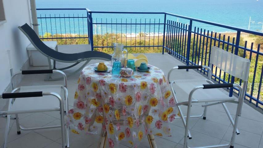 Apartment in villa with sea views