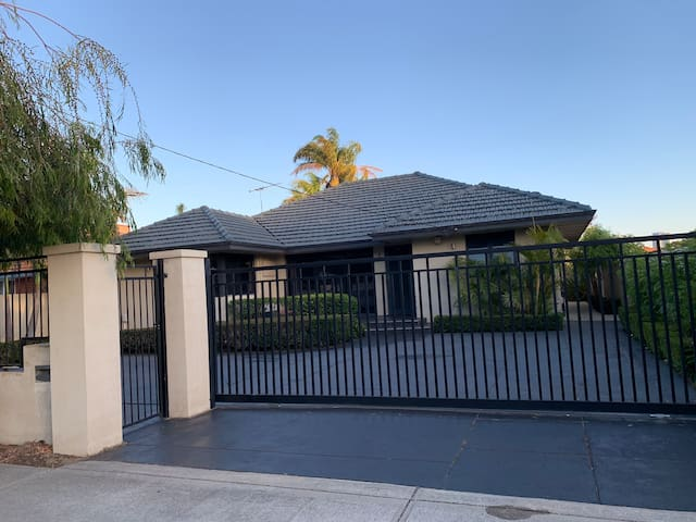 South Perth Garden house room 4 for 2 guests