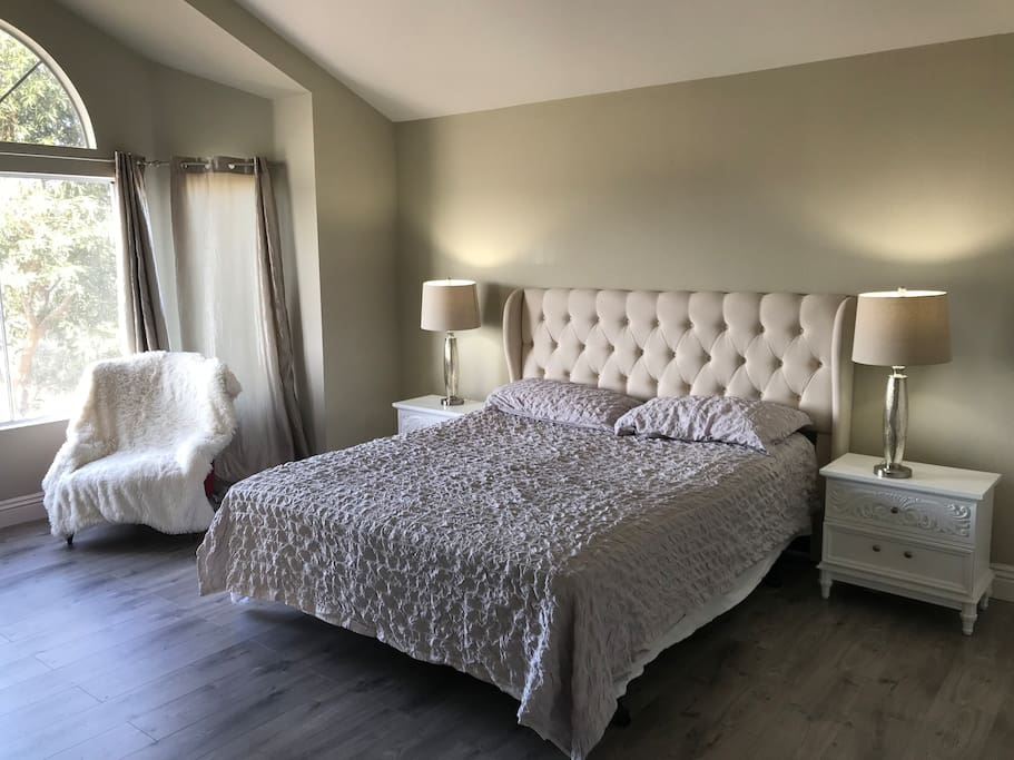Stunning Master Suite Close To Beach Houses