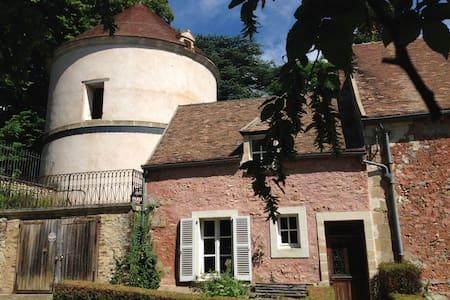 Maison indépendante nichée à côté d'un pigeonnier - Boisemont