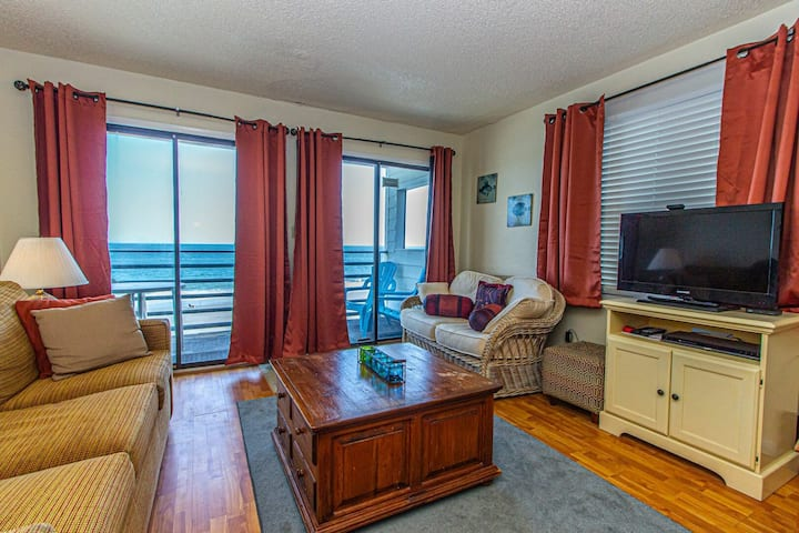 Oceanfront Queen Suite - 1 bedroom / 1 bath - Sleeps 6!  Carolina Shores II Unit 1301