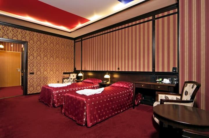 "Бизнес отель ""Reikartz Атташе Kyiv"", две кровати"
