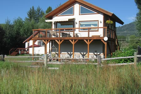 Cozy Comfort Cabin with Mntn View - Wilson - Cabane