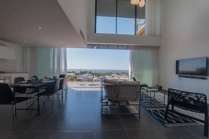 A Luxury 3BR  Duplex, Neve Tsedek, Pool,Gym,parkin