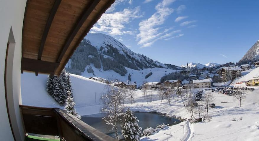 Haus Bergkristall - Berwang - 家庭式旅館