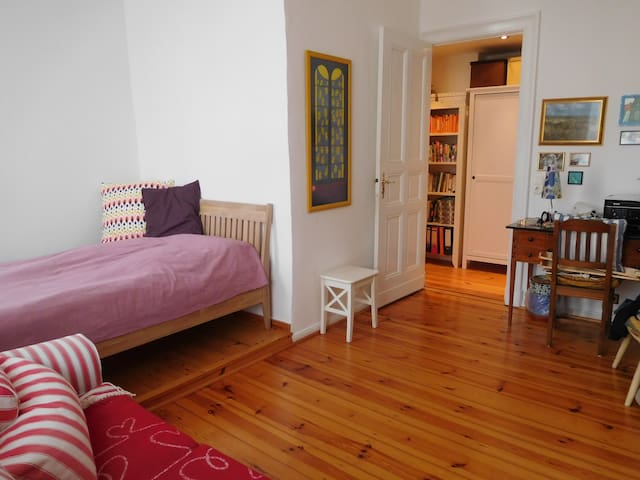 Charming one bedroom flat in south-west Berlin - Berlin - Apartment