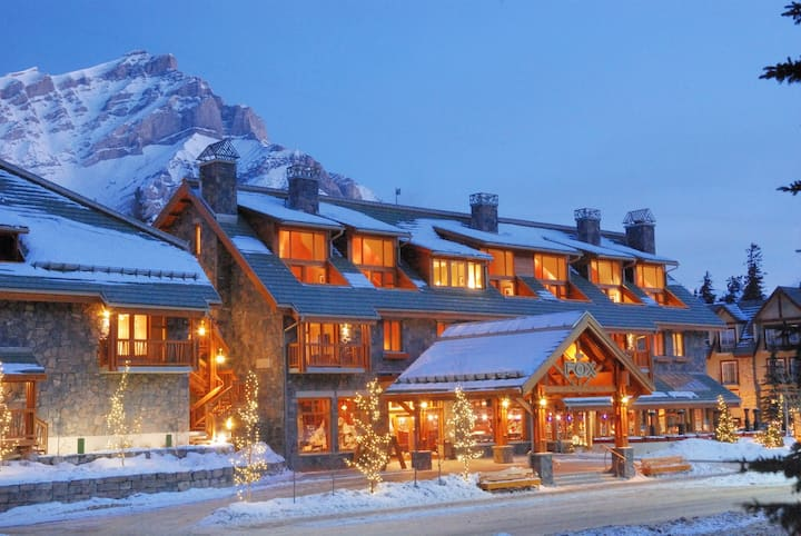 Cozy Rockies Escape with Access to Grotto Hot Pools   Near Downtown!