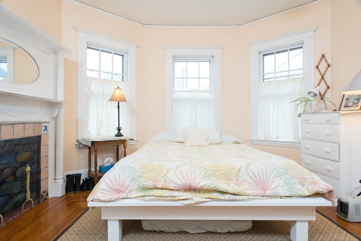 21 - Near Harvard,Sun-filled,Queen bed