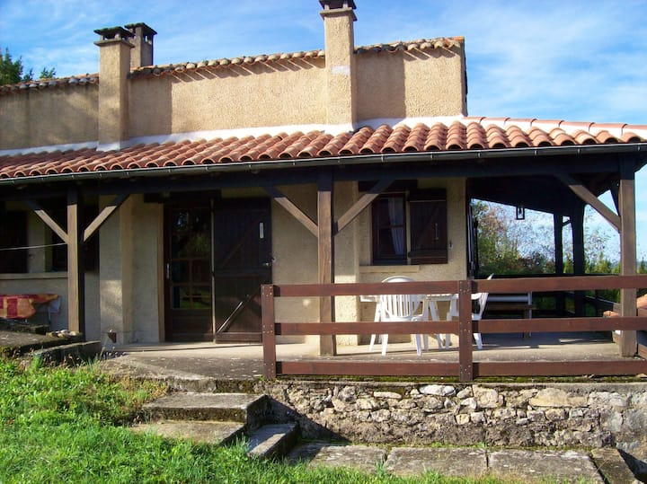 House with one bedroom in Puy-l'Évêque, with wonderful city view and furnished garden