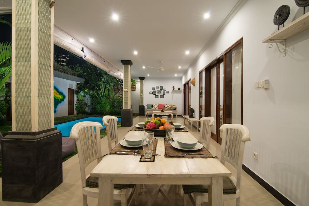 Spacious living room with comfortable dining table