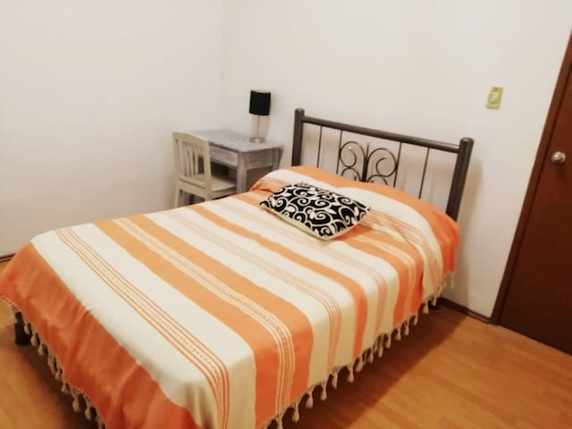 Cushy private bedroom in the hearth of CdMx