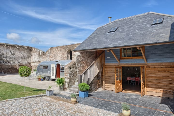 Luxury Barn Conversion with hot tub - Chillington - บ้าน