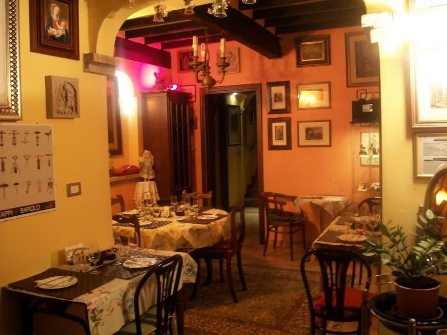 B b villa canova stanza orange bed breakfast in for Stanze in affitto modena