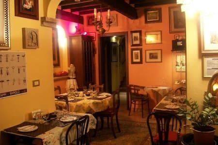 B&B Villa Canova  Stanza orange - Modena - Bed & Breakfast