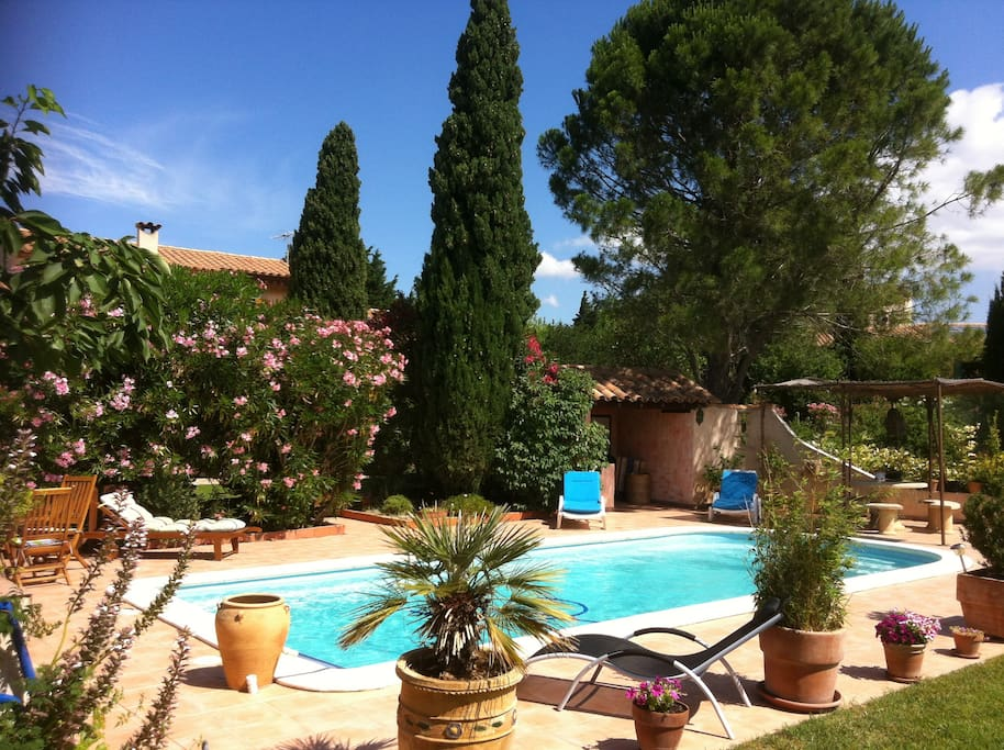 Villa avec piscine grand terrain houses for rent in for Piscine narbonne