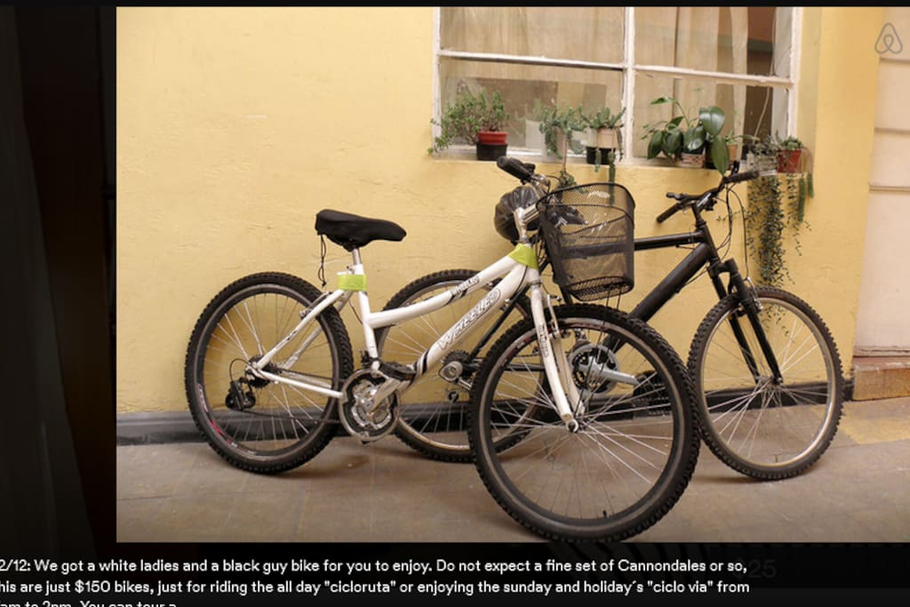Tenemos dos biciletas de uso gratis. Preferible reservarlas y pedir mapa de rutas. Los Domingos se puede ver un gran area de la ciudad con autovias cerradas. La gente hace jogging y  patines tambien.