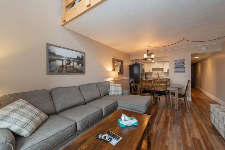503F- Recently renovated 3 level unit w/ 3 bedrooms & 2 baths