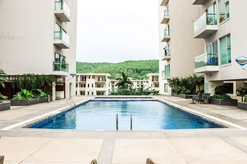 The building's outdoor swimming pool with moutain view and sea view in the second floor, next to the Fitness Center!