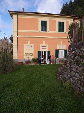 casa con giardino zona Cinque Terre - Carro - House