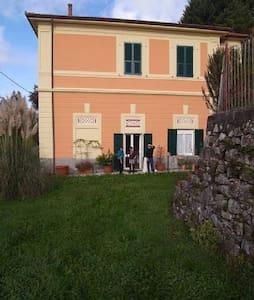 casa con giardino zona Cinque Terre - Carro - Huis