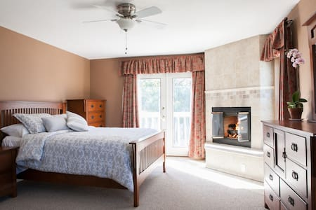 Private Entry Master Suite Central - San Diego