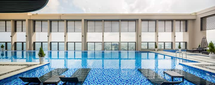 101 sqm apt, Awesome rooftop pool, BEACH access