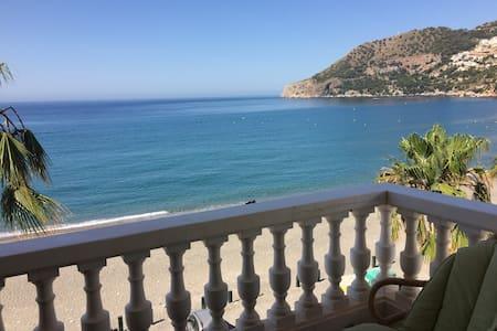 Apartamento primera línea de playa la Herradura