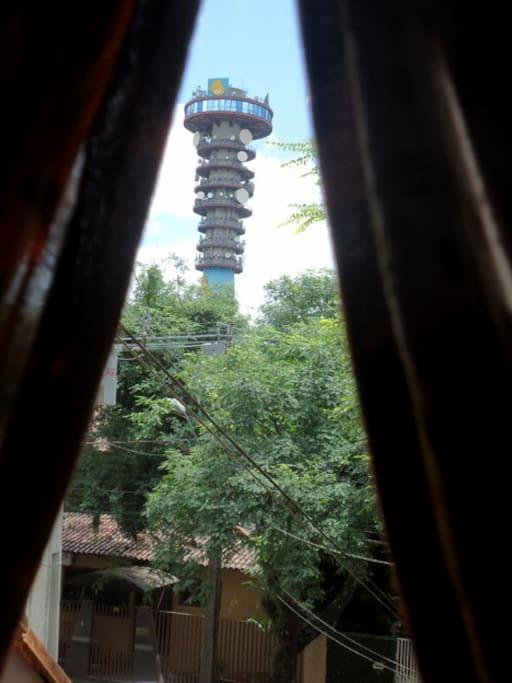 Pertinho da Torre Panorámica, com 104 m de altura pode se ver a cidade inteira