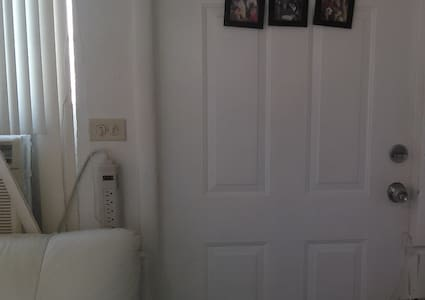 STUDIO PRIVATE MINI (Sleep 1 or 2) - North Miami Beach - Apartment