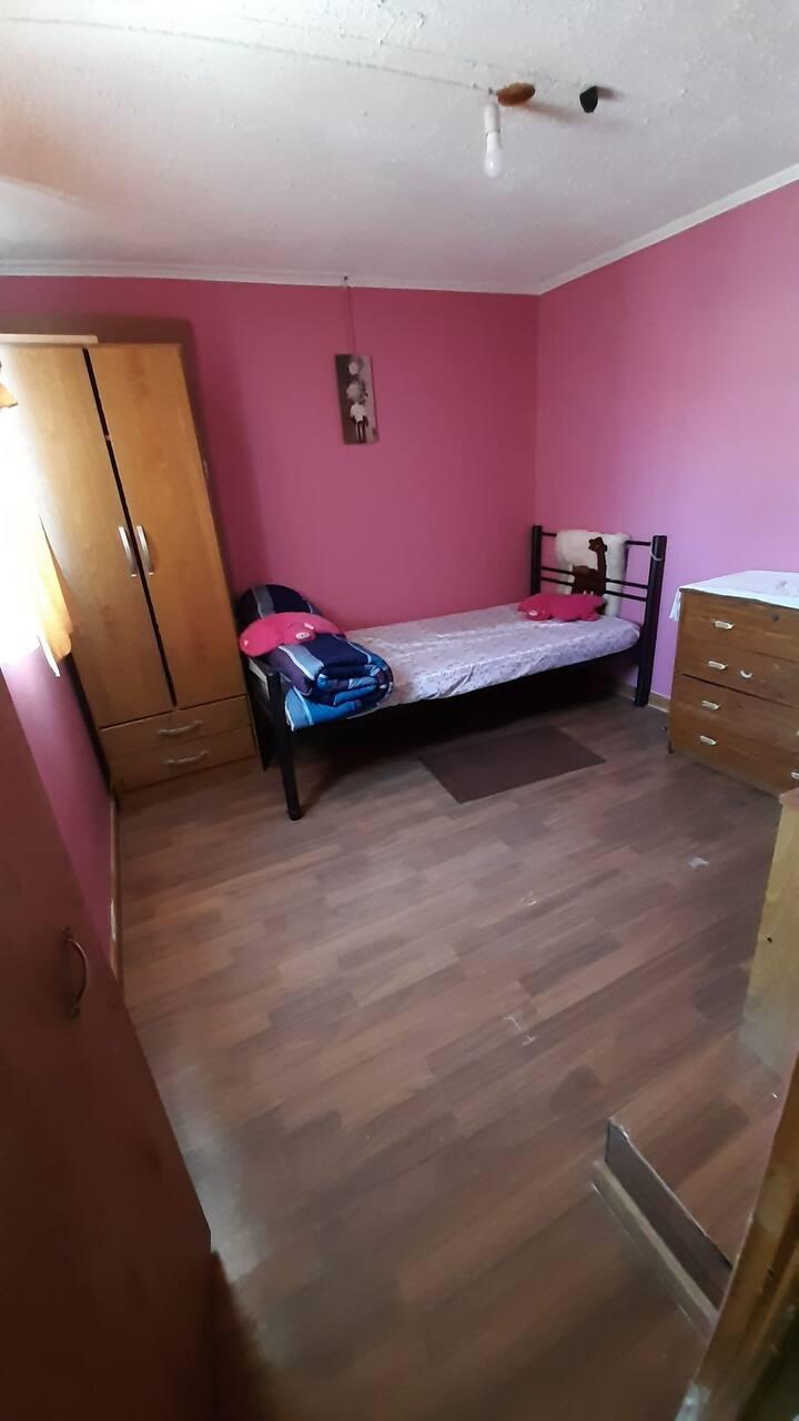 Habitación en casa, se comparten espacios comunes
