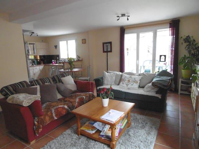 chambre à louer dans une maison - Saint-Beauzire - Haus