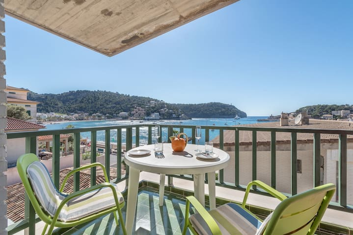 Air-Conditioned Apartment with Wi-Fi, Balcony and Sea View