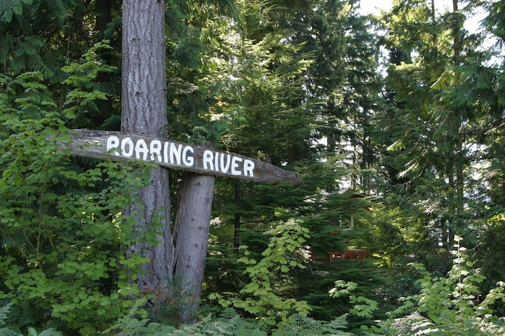 Mountain Room - Roaring River Bed & Breakfast