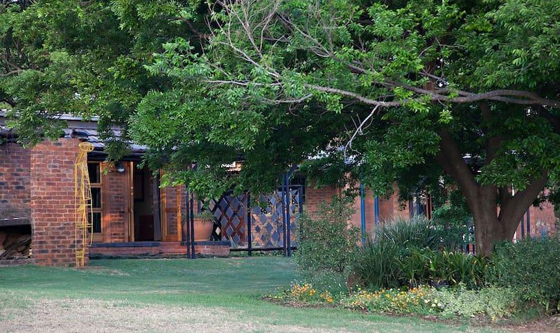 Peaceful B&B in Pretoria East - Rayton - Bed & Breakfast