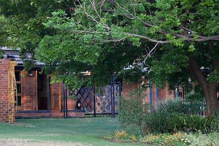 Peaceful B&B in Pretoria East - Rayton