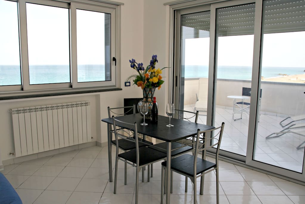 Living area-Soggiorno
