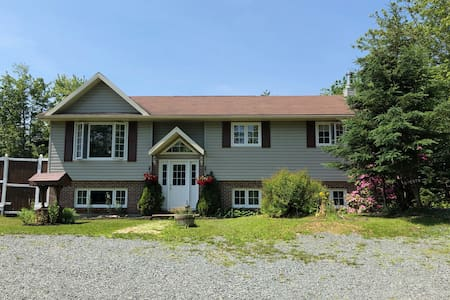 Quiet Forest Retreat, Minutes from Beaches