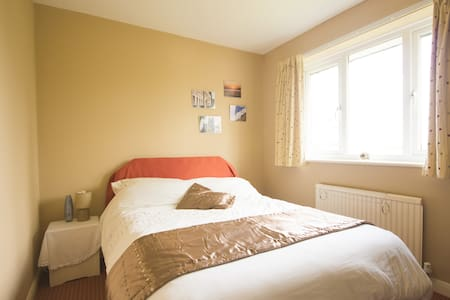 Double room, parking. Wi-fi. - Weston super Mare