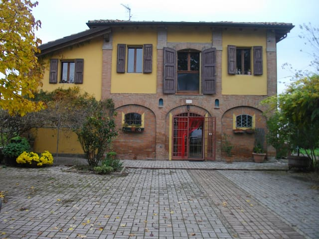 "Bed & Breakfast "" Le due querce "" - Budrio"