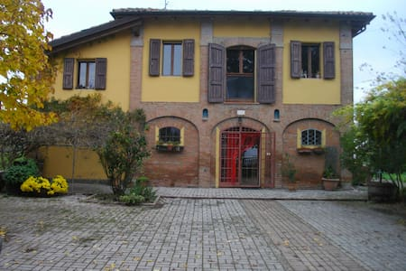 "B&B ""LE DUE QUERCE"" - Budrio"