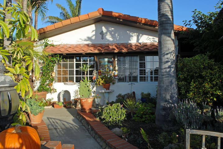 CLASSIC SPANISH OCEAN VIEW STUDIO - San Clemente - House