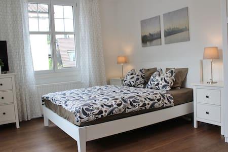 Gemütliche Studio Loft mit grossem Balkon - Ennetbaden - Huoneisto
