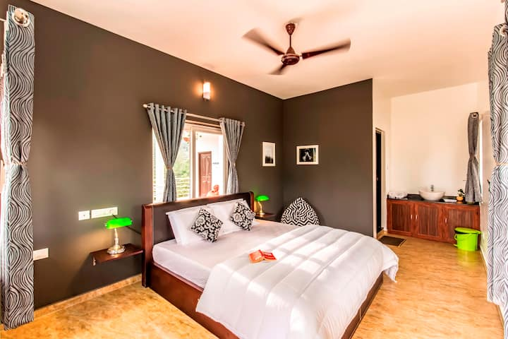 A Deluxe Private Room in Vagamon